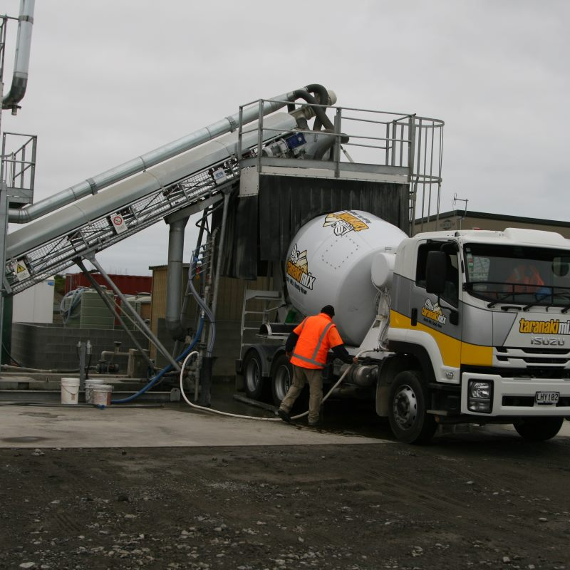 truck mixing cement